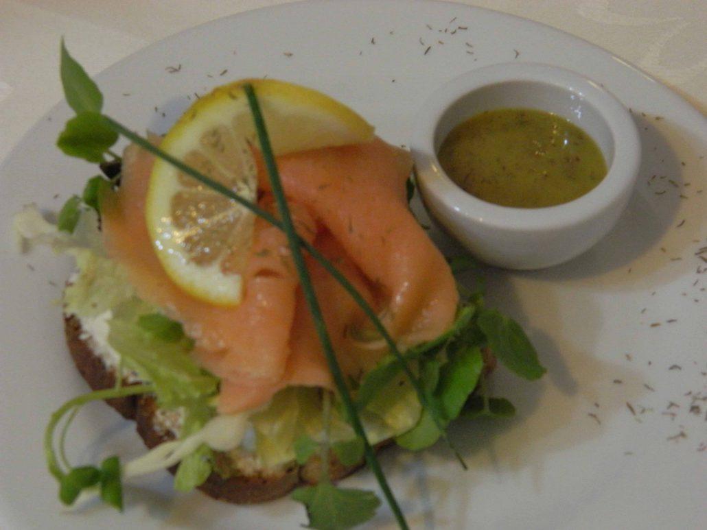 Rico almuerzo y cena - La Mirage Parador