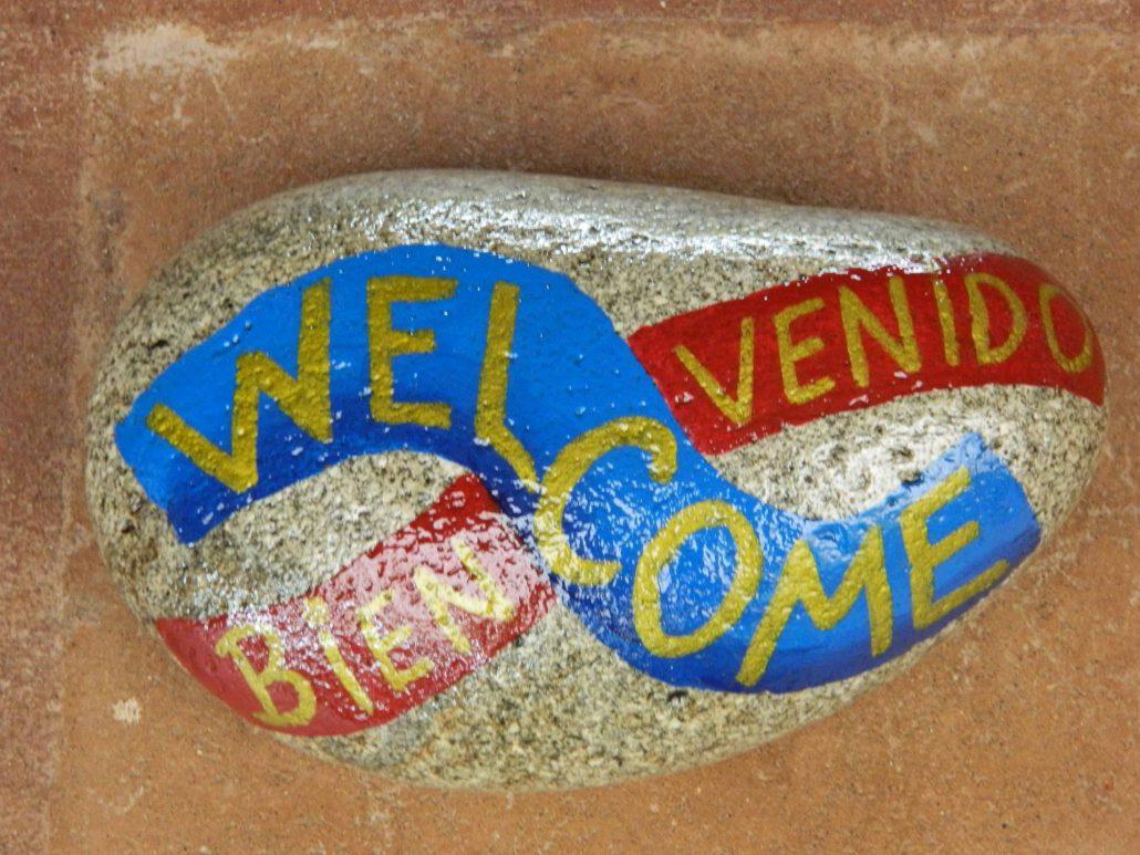Piedra de bienvenida - La Mirage Parador