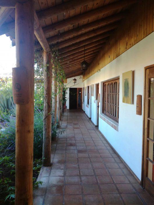 Corredor interior y patio - La Mirage Parador