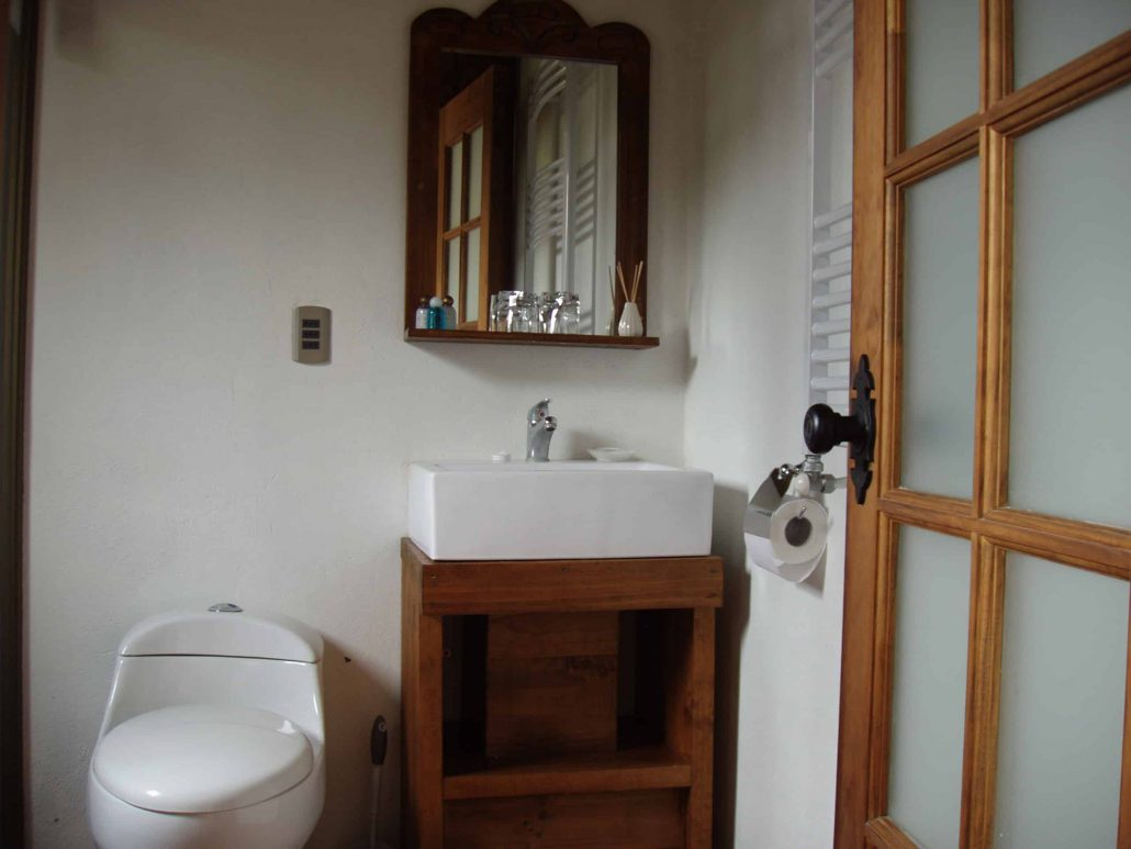 Private bathroom (all rooms) - La Mirage Parador